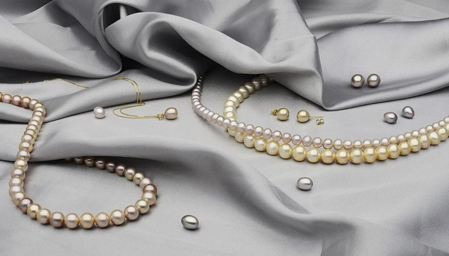 What Is That Makes Akoya Pearls So Lustrous?