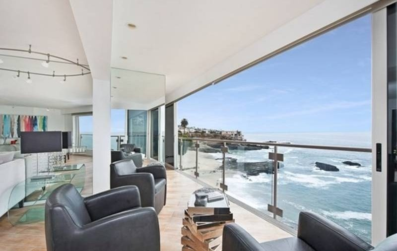 5 Reasons to have a house on the water