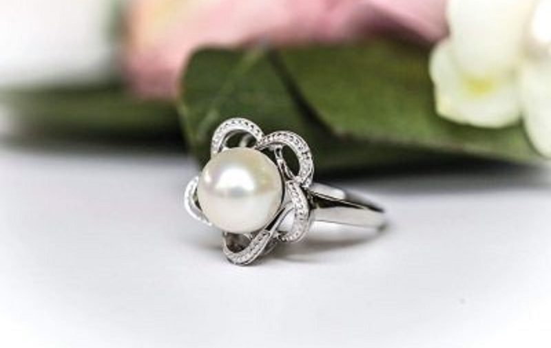 Symbolism of Pearl Engagement Ring and Tips to Choose