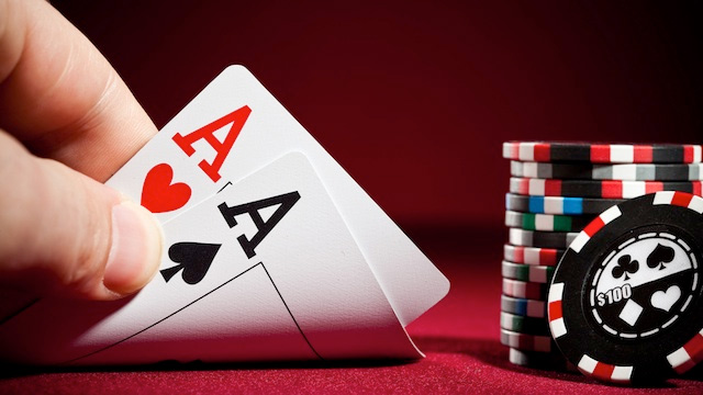 Online poker vs. offline poker game