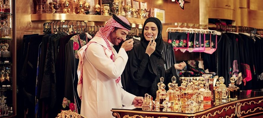 Why do most people consider Dubai as the best spot to set up perfume shops?